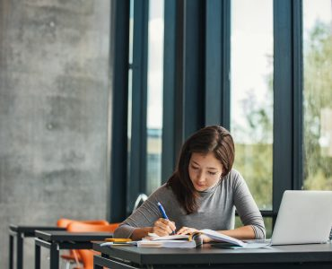 These medical school study tips are essential for succeeding in your first semester.